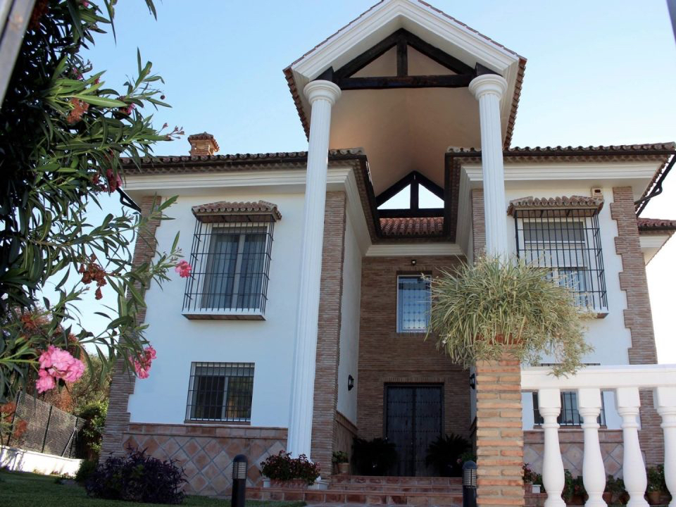 Alhaurin El Grande villa to rent from €1,800 per month