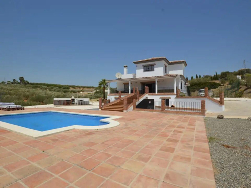 Alhaurin El Grande villa to rent from €2,300 per month