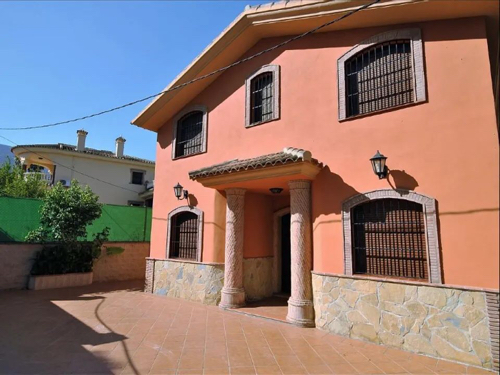 Alhaurin El Grande Villa with to rent from €1,700 per month